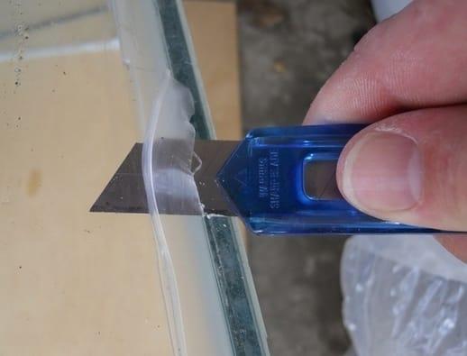cri 3 de 4 Contexto: W1 Cómo quitar la silicona de un cristal como quitar silicona de un cristal